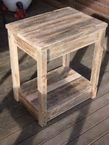 Pallet Side Table Diy Pallet Side Table Nightstand 99 Pallets