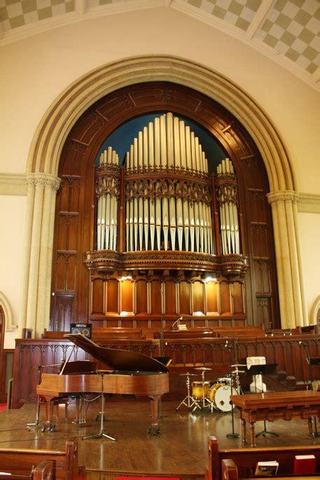 Organ L by United Church Winnipeg Mb