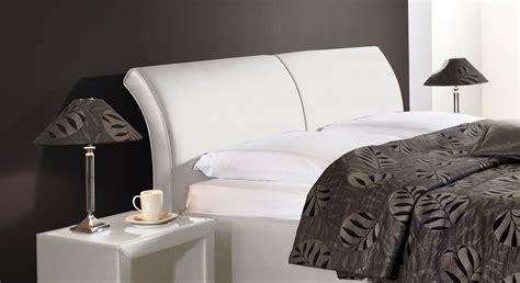 polsterbett mit hohem kopfteil polsterbett trapani mit bettkasten in z b 180x200 cm