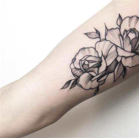 50 enchanting flower tattoos for fall tattooblend