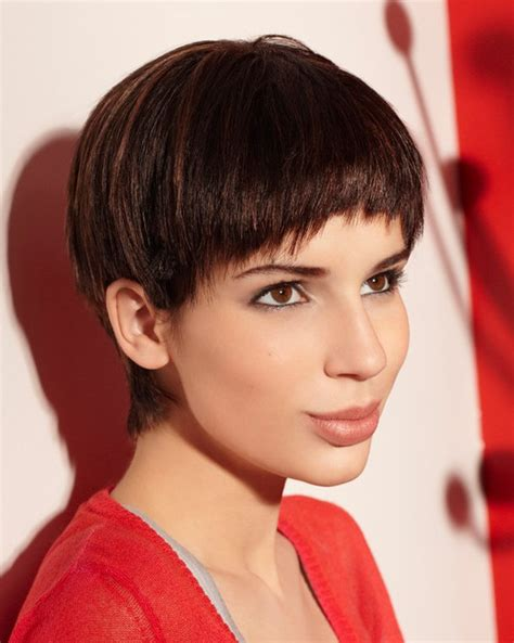 women with bowl cuts women s bowl haircut haircuts models ideas