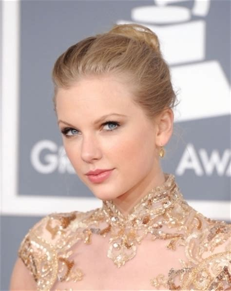 taylor seift in a bun taylor swift loose bun hairstyle 2013 hairstyles 2015
