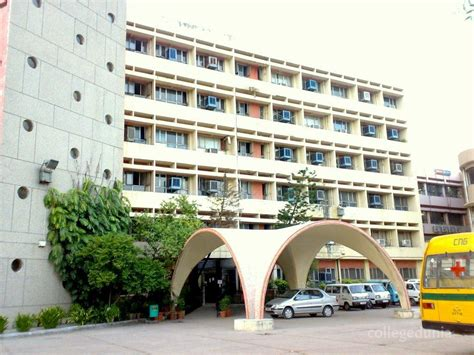 Mba In Hospital Management In Delhi by College Of Sciences Ucms New Delhi