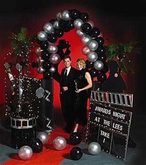 themes in the black balloon film c 243 mo organizar una fiesta de bienvenida en la oficina