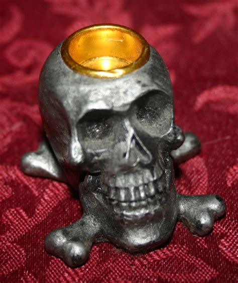 Setelan Mini Skull Black skull and crossbones mini candle holder