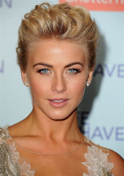 julianne hough face shape from the front julianne s updo for the safe haven la
