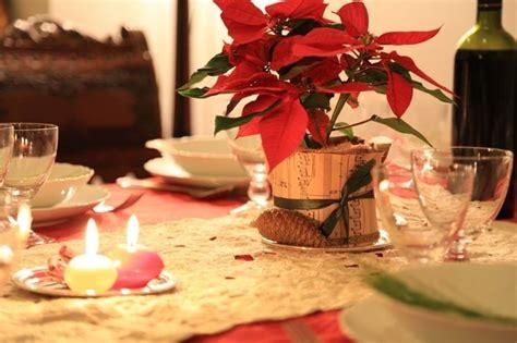 tavoli addobbati per natale stella di natale come usarla per le decorazioni natalizie