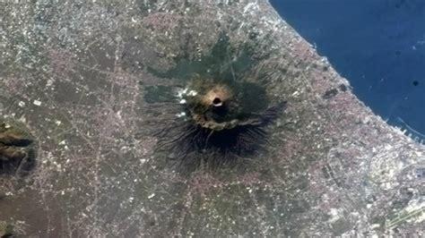 imagenes satelitales nasa en vivo el vesubio m 225 s imponente a vista de sat 233 lite rt