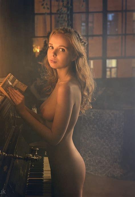 Gorgeous Naked Blonde Teen Nude Hotties