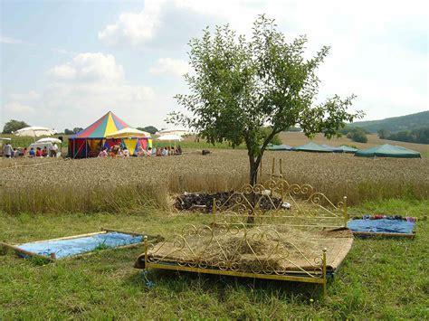 bett im kornfeld ein bett im kornfeld