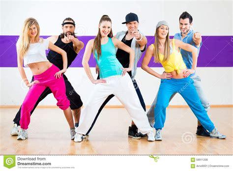 tutorial zumba bailando dancer at zumba fitness training in dance studio stock