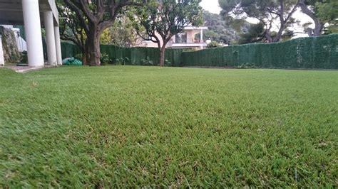 gazon jardin pose de 300 m 178 de gazon synth 233 tique 224 dans un jardin la pose gazon synth 233 tique gazon et