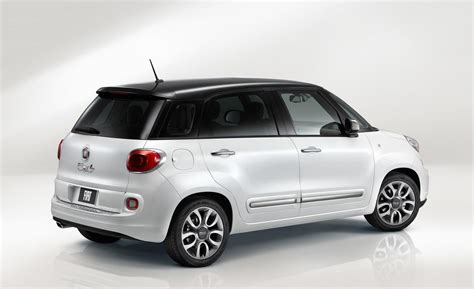 fiat 500 l lounge car and driver