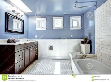 Mosaic Ideas For Bathrooms belle salle de bains de lavande avec l 233 quilibre blanc de