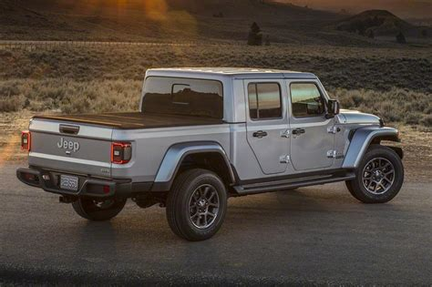 Jeep New Models 2020 by New 2020 Jeep Gladiator Up Truck Revealed Pictures