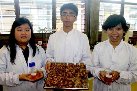 Minyak Goreng Curah Hari Ini Surabaya di tangan tiga mahasiswa ini kulit markisa jadi berdaya guna mongabay co id