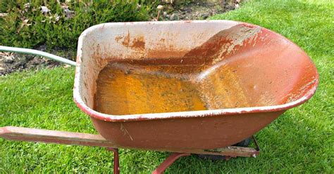 How To Make A Wheelbarrow Planter by How To Make A Diy Wheelbarrow Planter