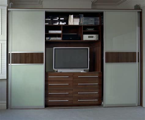 hidden tv in bedroom youtube 84 best makuuhuone bedroom images on pinterest bedroom
