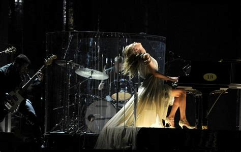 taylor swift all too well live grammys taylor swift s grammy performance taylor rocks all too