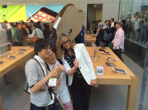 apple retail angela ahrendts planning major