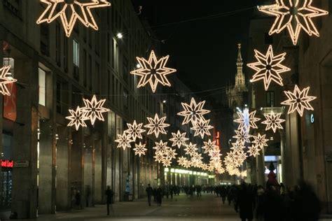 illuminazioni natalizie chiamaci per il montaggio delle tue illuminazioni natalizie