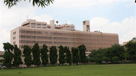 Iit Delhi Mba Admission Criteria 2017 by 19 Year Iit Student Jumps Hostel Balcony Cops Say