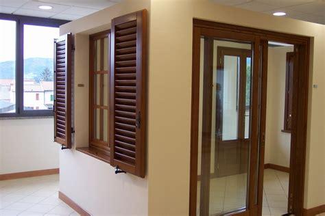 finestre e persiane in legno