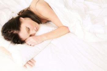 wie schlafen frauen miteinander was essen vor dem schlafengehen