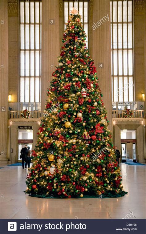 christmas tree at 30th street train station philadelphia