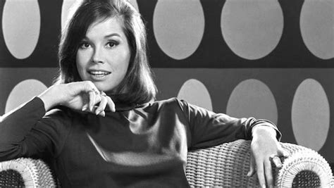 mary tyler moore 1970 episodes cast mary tyler moore passes away heartfelt tributes pour in