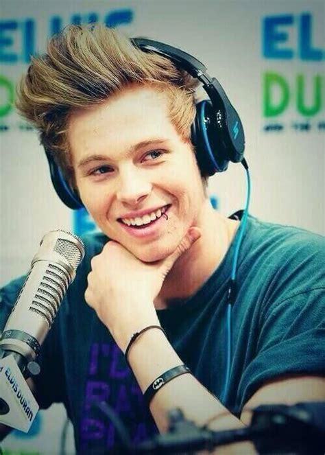 luke hemmings favorite color luke hemmings height weight statistics healthy