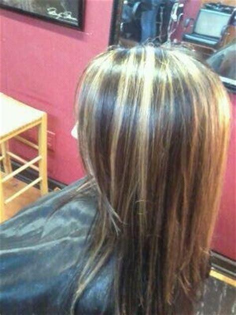 dark hair base with platinum highlights caramel and platinum highlights with dark brown base hair