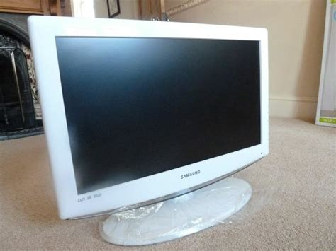 small flat screen tv for bedroom samsung flat screen tv in white ideal for bedroom or
