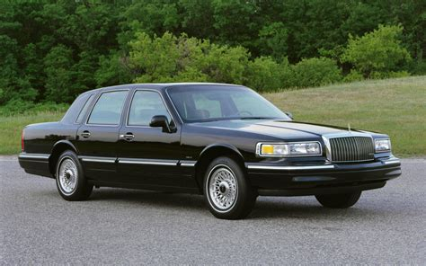 lincoln town car history get last automotive article 2015 lincoln mkc makes its
