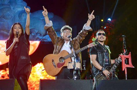 download lagu iwan fals berita kepada kawan mp3 foto foto aksi iwan fals di konser nyanyian raya