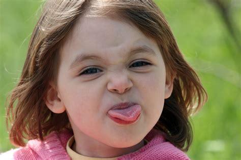 imagenes comicas sacando la lengua el gesto de sacar la lengua 191 qu 233 significa info taringa