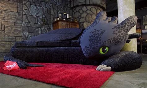 train couch how to train your dragon toothless couch technabob