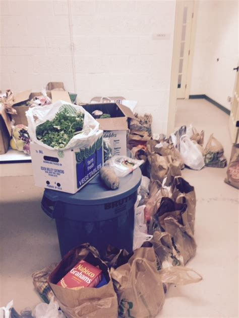 Food Pantries That Deliver by Grace Church S Food Pantry Is Blessed With Donations From
