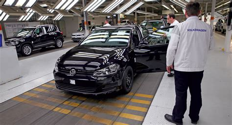 Auto Plus Ag Zentrale Wolfsburg by Volkswagen To Increase Pay For 102 000 German Workers By 5 7