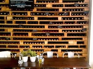 Marvelous Fabriquer Un Bar En Palette #12: Recyclage-palettes-bois-bouteilles.jpg