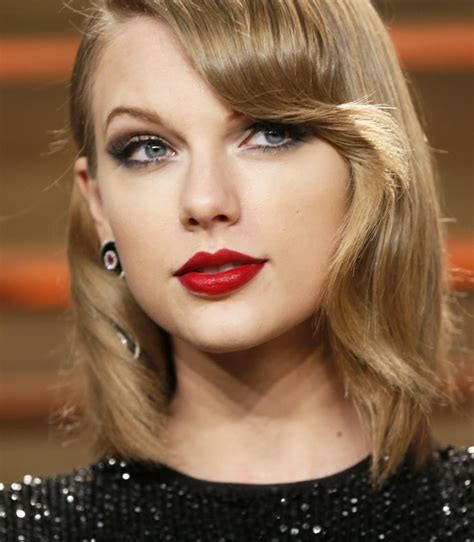 what red lipstick does taylor swift wear 2015 10 maquiagens de taylor swift 187 pausa para feminices