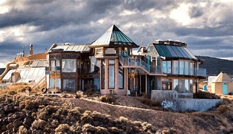 40 photos show why earthships make the