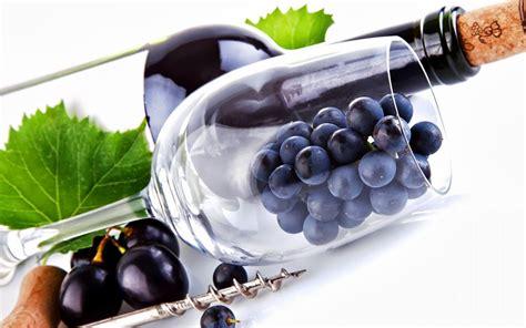 imagenes de uvas naturales fondo de pantalla botella de vino con el corcho uvas