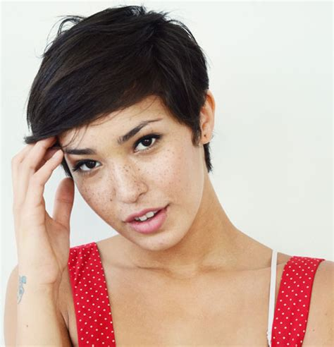 pixie haircuts for women with big forehead 20 short pixie haircuts for 2012 2013 short hairstyles