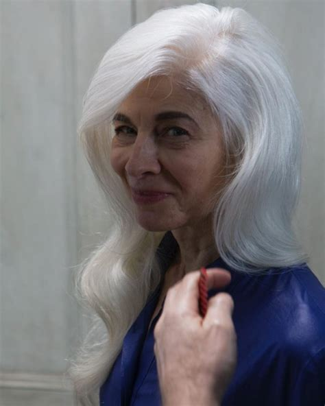 middle age platinum and chestnut haircolora 2018 grey hair color ideas for older women best hair