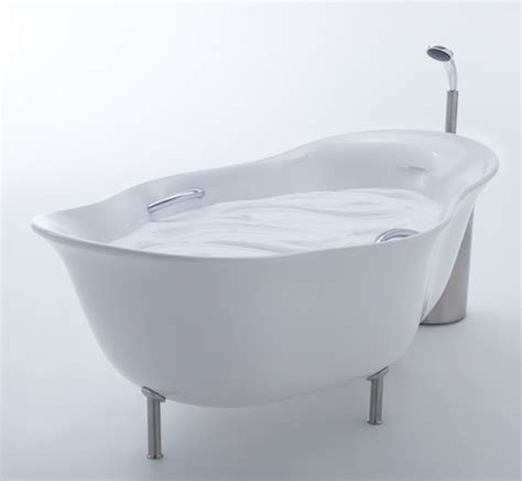 bathtub with foamy water