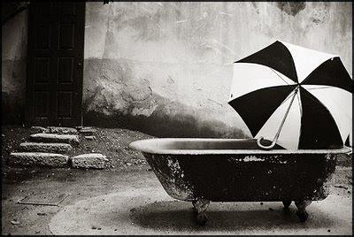 imagenes artisticas a blanco y negro amorosa amorlove tina agua artistica foto en blanco y