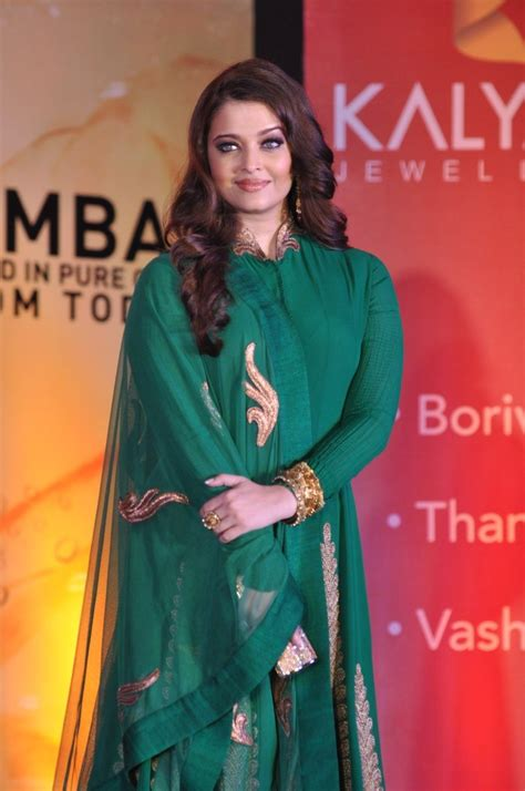 aishwarya rai qawwali aishwarya rai bachchan looks beautiful in green dress at