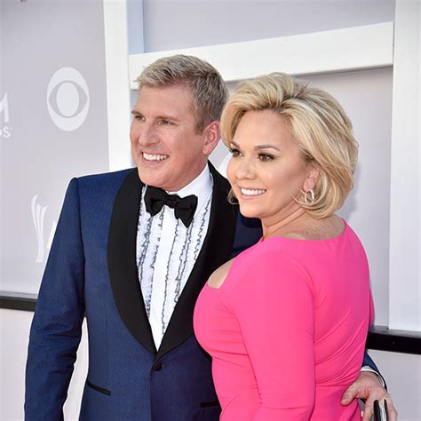 julie chrisley new haircut see the chrisleys stunning red carpet looks at the 2017