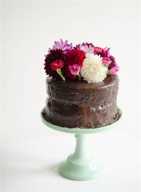 how to decorate cake with fresh flowers cake decorating trick for fresh flower cake toppers willowday